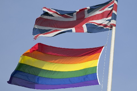 Елизавета II одобрила закон об однополых браках